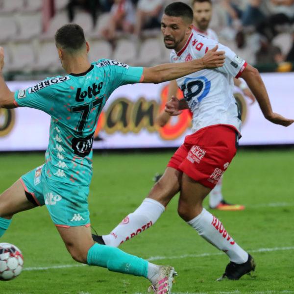 KV Kortrijk – Charleroi : Elohim Rolland Foto VDB / BART VANDENBROUCKE