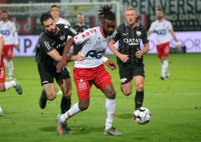 KV Kortrijk – Eupen : M'Boyo Foto VDB / BART VANDENBROUCKE