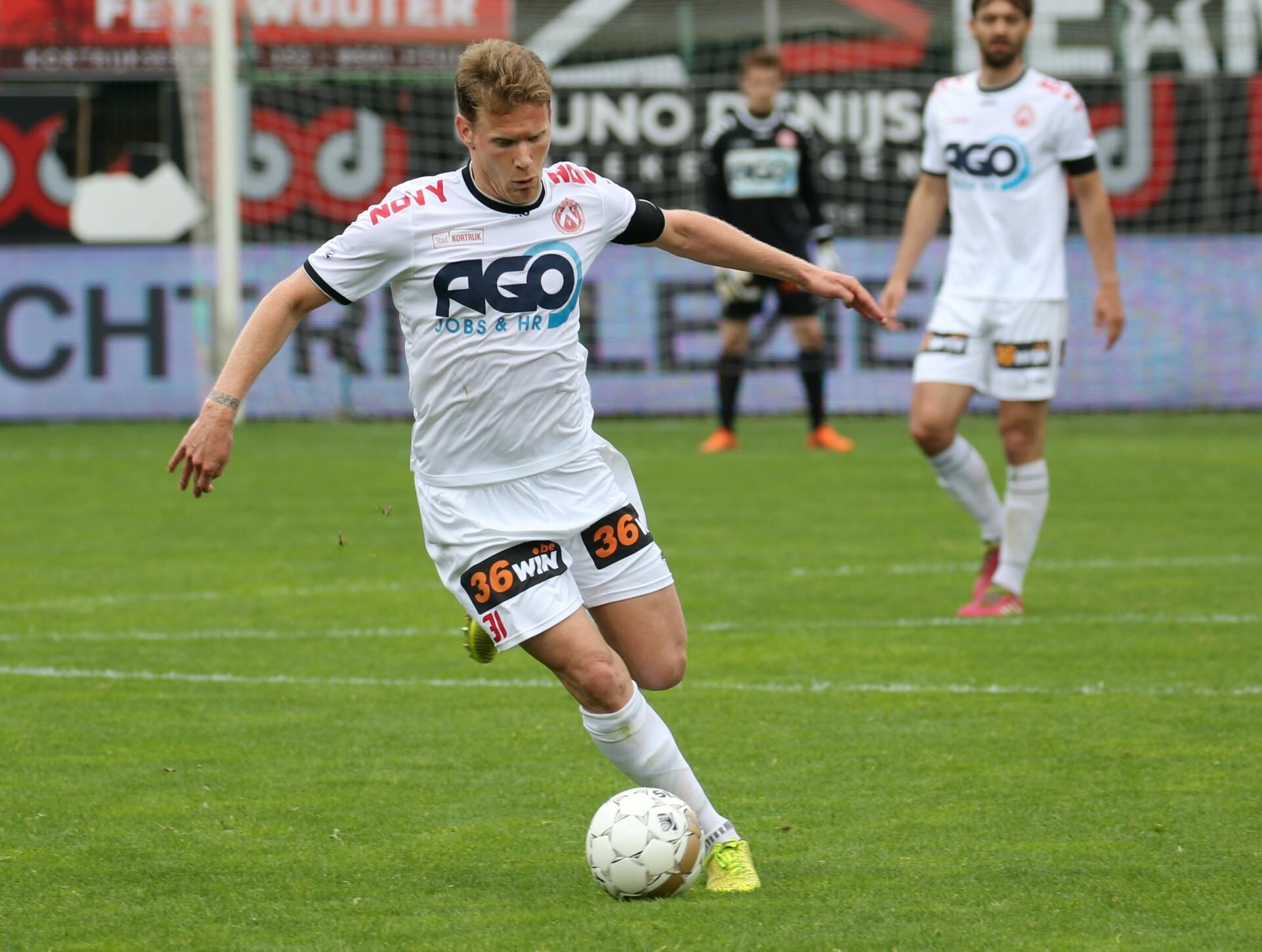 KV Kortrijk – AA Gent : L Anthony Van Loo Foto VDB / BART VANDENBROUCKE